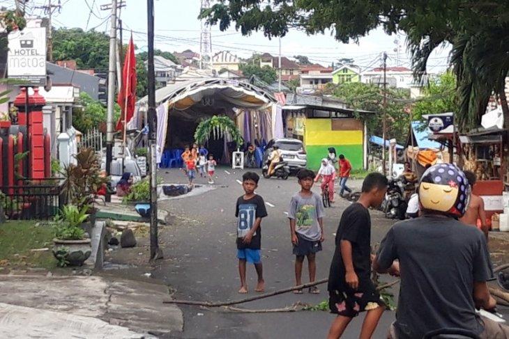 Polda  Malut   tutup bahu jalan harus  izin pihak berwenang