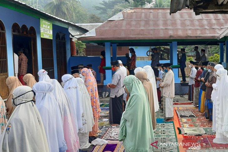 Penganut Islam Aboge gelar  Shalat Id pada Jumat ini
