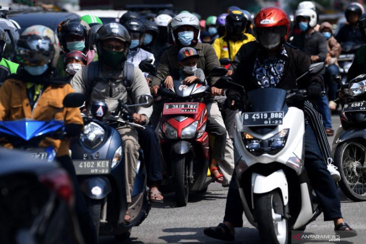 Jalan Raya Kalimalang macet pada hari ketiga PPKM Darurat