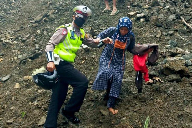 Polda Aceh: Tiga titik longsor tutupi badan jalan di Gayo Lues