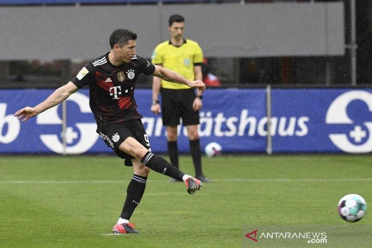 Bayern diimbangi Freiburg, Lewandowski samai rekor Gerd Mueller