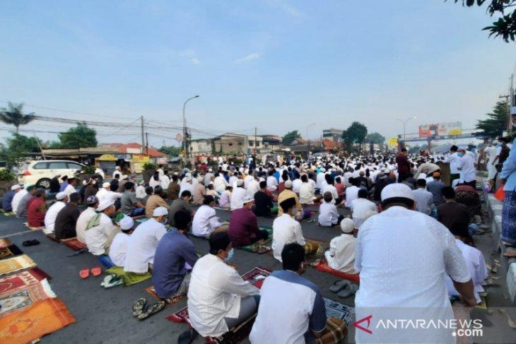 Viral foto jamaah shalat Idul Fitri di Masjid Annur Kranji membludak, ini tanggapan Pemkot Bekasi