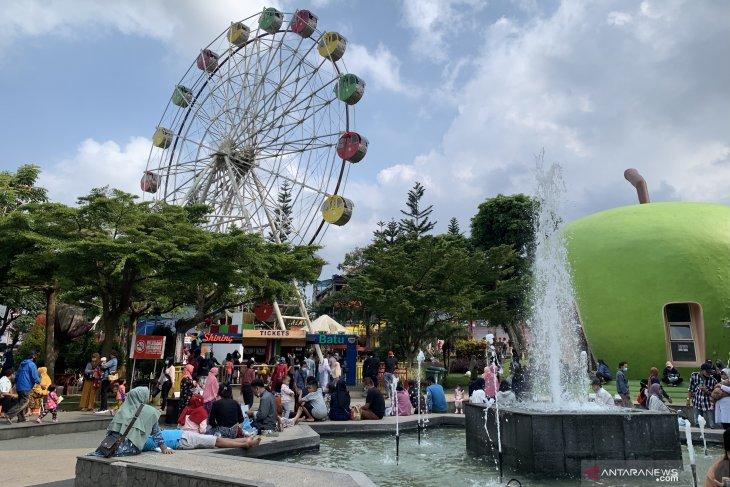 Jumlah wisatawan kunjungi Alun-Alun Kota Batu naik saat libur Lebaran