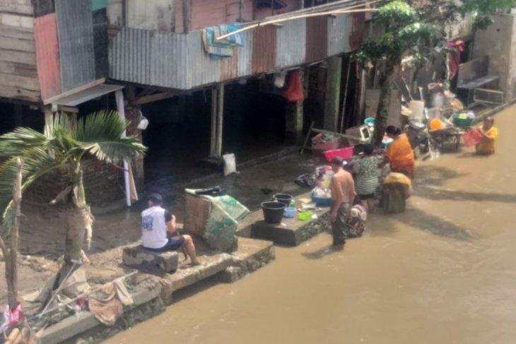Warga Kampung Aur Medan rayakan  lebaran pascabanjir