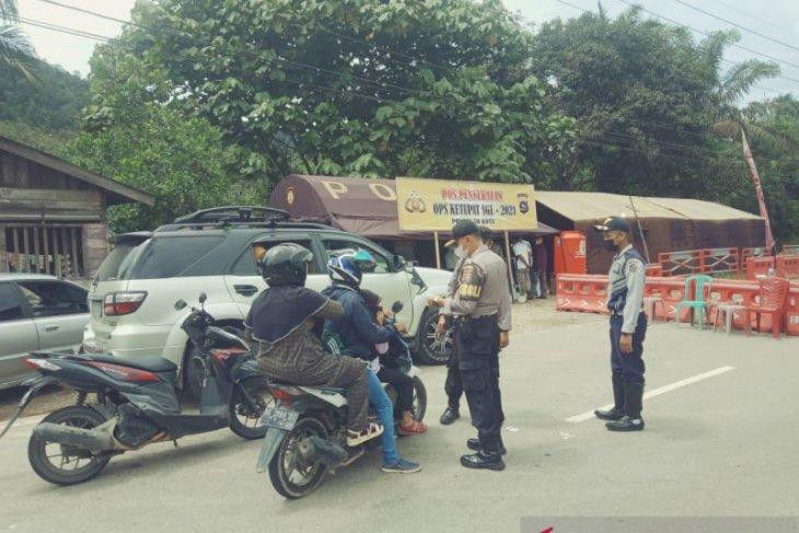 146 kendaraan dihadang di batas Sumbar-Riau