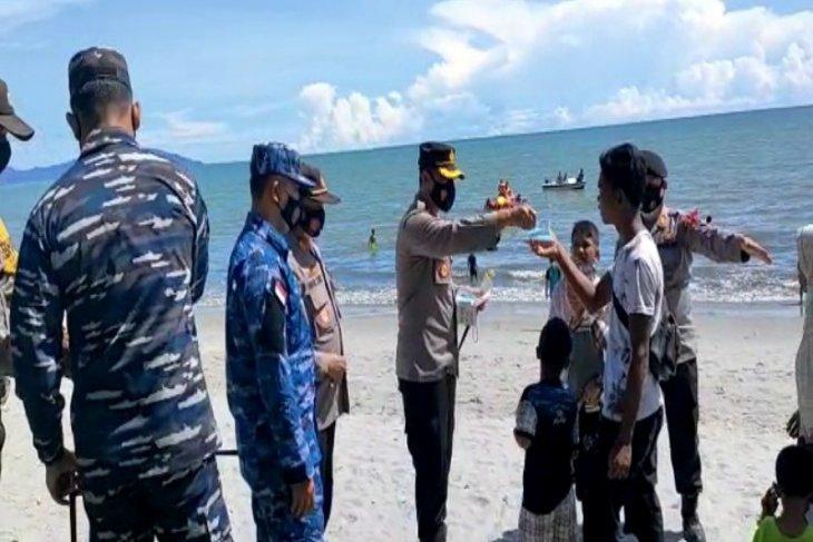 Polres Tapteng kerahkan 102 personel patroli prokes di objek wisata