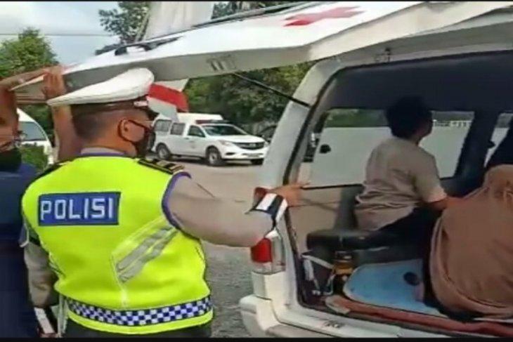 Bawa 7 penumpang, ambulance diputarbalikkan petugas