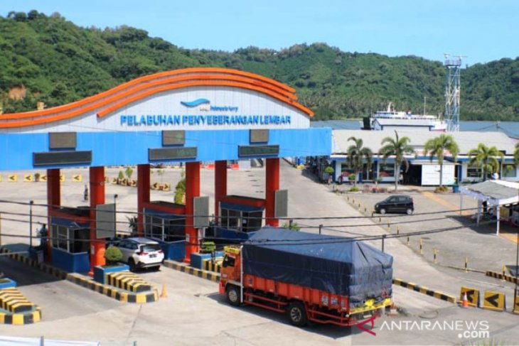 Belasan kapal ferry Lembar-Padang Bai tetap beroperasi walau sepi