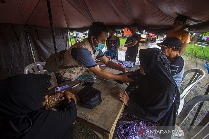 Pemeriksaan Kesehatan Pengungsi Korban Banjir