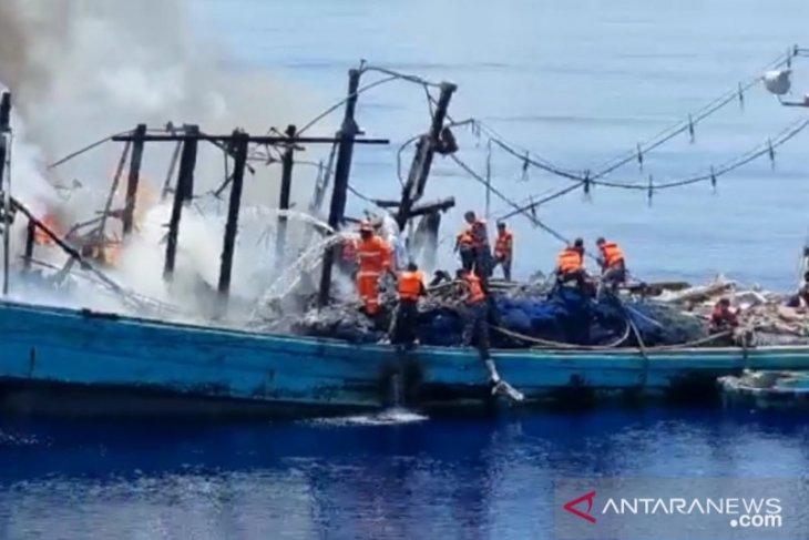 KRI Sultan Thaha Saifudin selamatkan 27 ABK kapal motor yang terbakar di laut