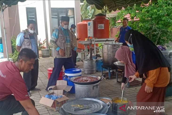 Tanah Bumbu builds public kitchens for flood victims
