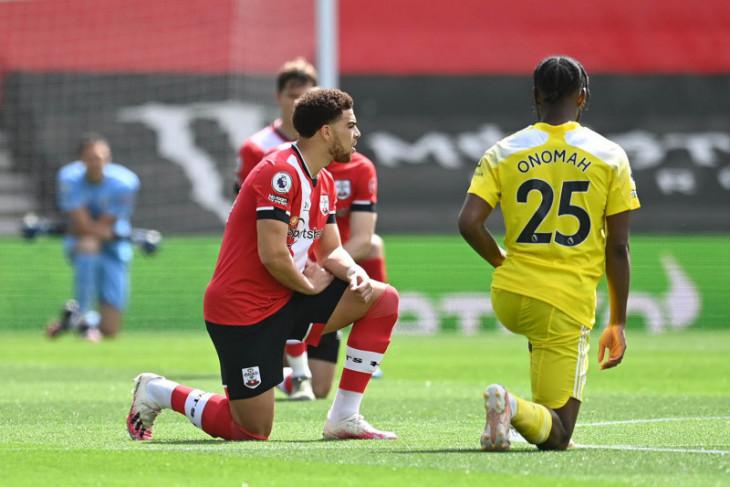 Liga Inggris mendukung pemain berlutut jelang tanding