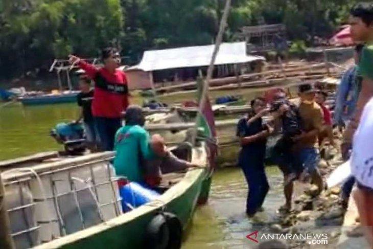 Perahu  pengangkut 20 wisatawan tenggelam, sembilan orang hilang