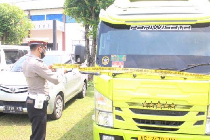 Empat mobil travel angkut pemudik diamankan polisi di Madiun