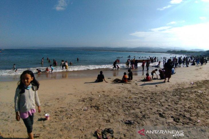 Seorang Wisatawan hilang terseret ombak di Pantai Santolo Garut