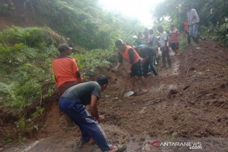 Jalan provinsi di Bengkulu tertimbun longsor