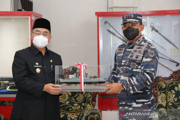 HUT ke-72 Proklamasi Gubernur ALRI, Bupati HSS terima kunjungan Danlanal