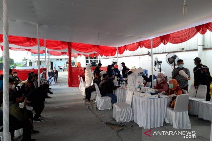 Tujuh pemudik reaktif usai tes di pos penyekatan arus balik pantura Bekasi (video)