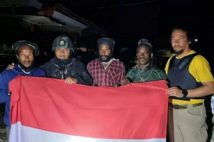 Empat prajurit TNI terluka dihadang KKB