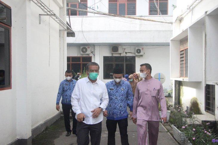 Pejabat Sekda Binjai sidak OPD hari pertama kerja