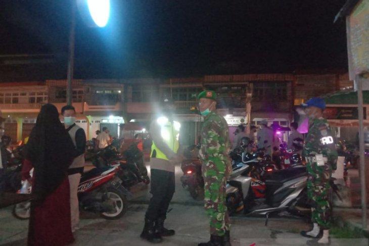 Satgas COVID-19 Kecamatan Pemangkat razia pengunjung warkop tak terapkan prokes