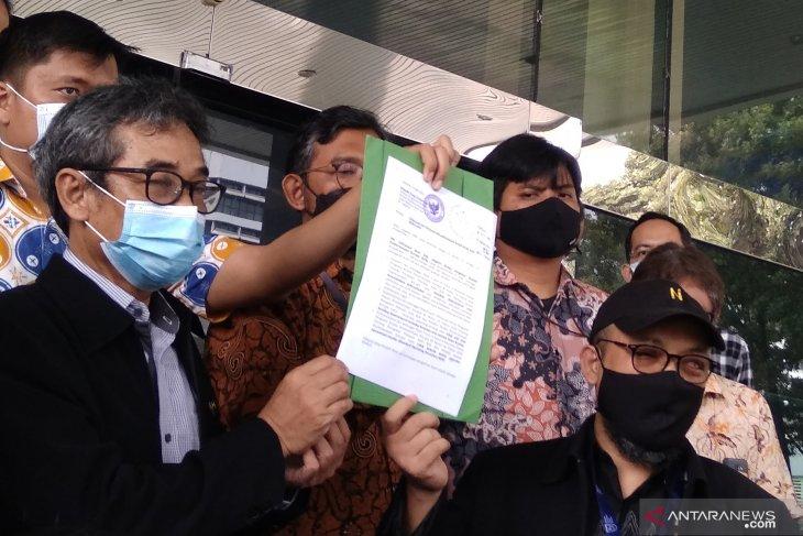 Pegawai KPK yang dibebastugaskan laporkan Indriyanto Seno Adji