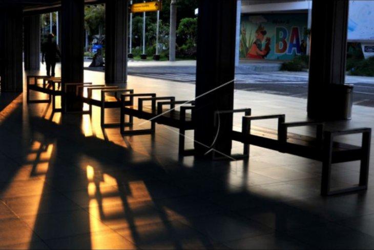 Suasana hari terakhir larangan mudik di Bandara Ngurah Rai