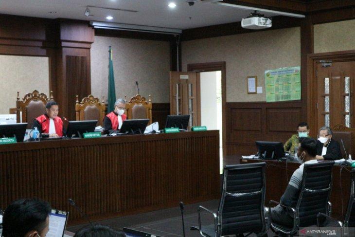 Saksi mengaku pernah diminta antar uang ke ajudan Juliari Batubara