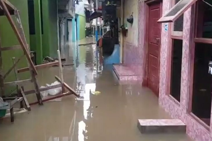 Kebon Pala residential area inundated with two-meter-high floodwaters