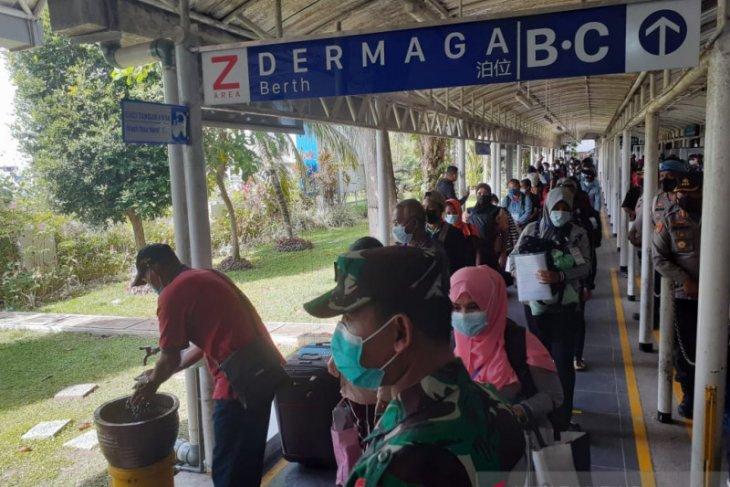 90 Indonesian migrant workers undergo COVID treatment in Batam