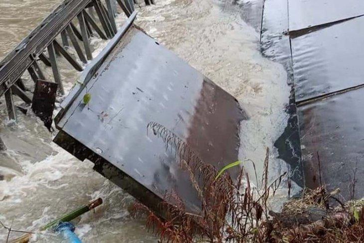 Jembatan di Simeulue ambruk diterjang banjir