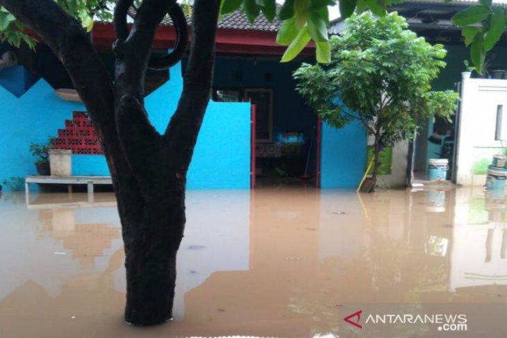Hujan lebat, 1.500 keluarga di Bekasi berstatus waspada banjir luapan Kali Sadang