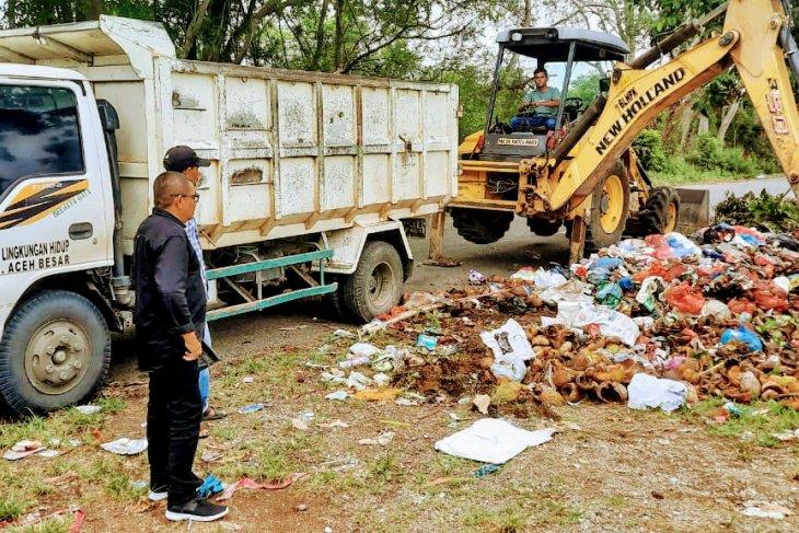 Bersihkan sampah lebaran, DLH Aceh Besar kerahkan 60 petugas
