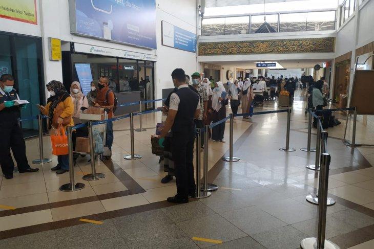 Penumpang di Bandara Juanda mulai ramai