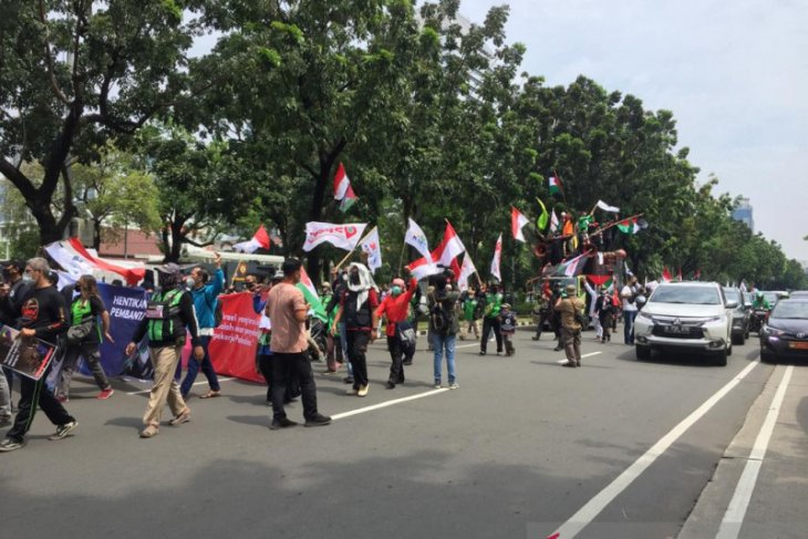 Hundreds of joint personnel safeguard perimeter around US Embassy