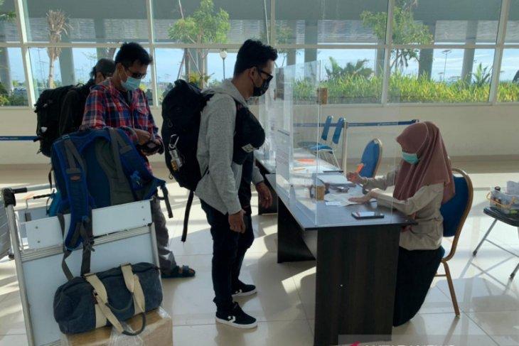 Penumpang pesawat di Bandara Syamsudin Noor mulai normal