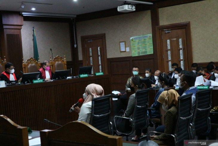 Istri dan tiga asisten pribadi Edhy Prabowo hadir sebagai saksi dalam sidang
