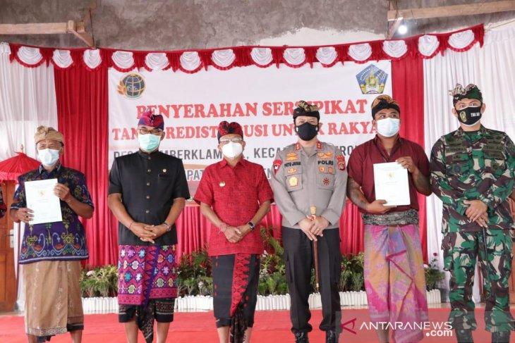 Gubernur Bali serahkan 720 sertifikat tanah ke warga Sumberklampok