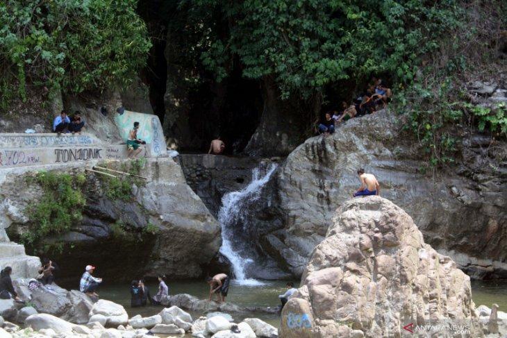 Cegah penyebaran COVID-19, Pemkab Karawang tutup seluruh tempat wisata dan tempat hiburan