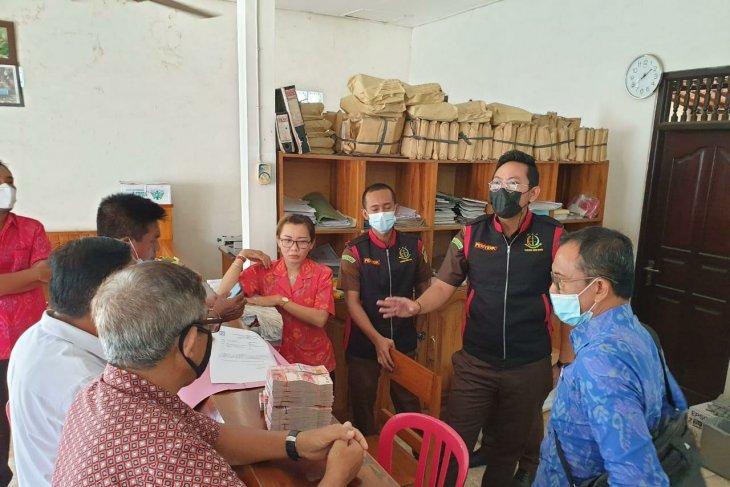 Tim Kejari Badung geledah koperasi terkait dugaan korupsi bank BUMN