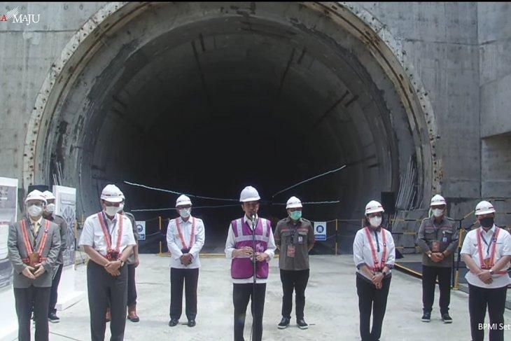 Jokowi visits Jakarta-Bandung high-speed rail project sites