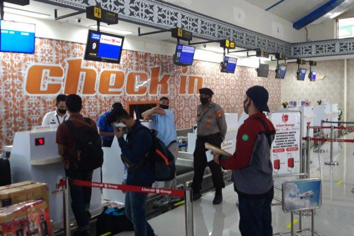 Aktivitas transportasi udara dan laut di Malut normal