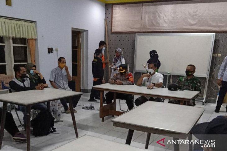 Seorang pekerja migran asal Jember terpapar COVID-19 diisolasi di RSLI Surabaya