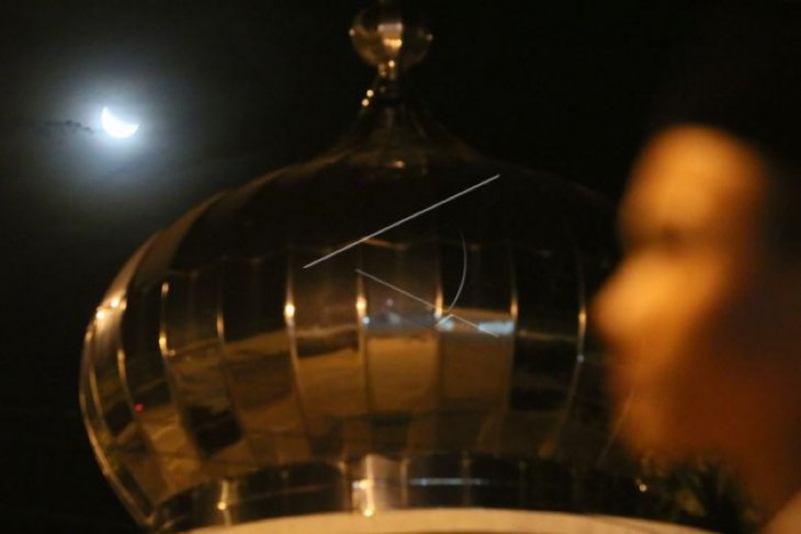 Gerhana bulan total  melintasi langit Aceh pada 26 Mei