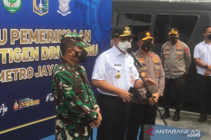 Anies lakukan inspeksi ke Pos Test cepat Antigen arus balik di Bekasi