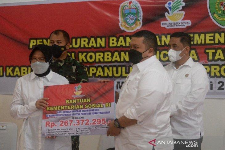 Mensos salurkan bantuan korban tanah longsor Batang Toru