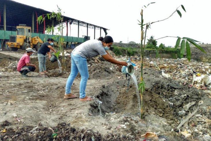 Program Merah Putih Hijau tanam pohon Bambu di TPA Temesi Gianyar