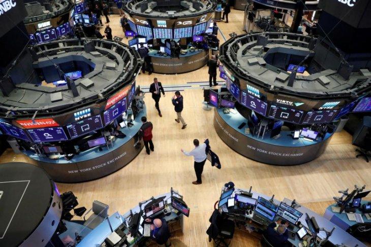 Wall Street ditutup lebih rendah karena saham telekomunikasi, Dow jatuh 267 poin