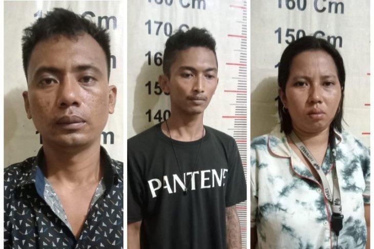 Polsek Padang Tualang tangkap suami istri dan temannya karena miliki sabu-sabu
