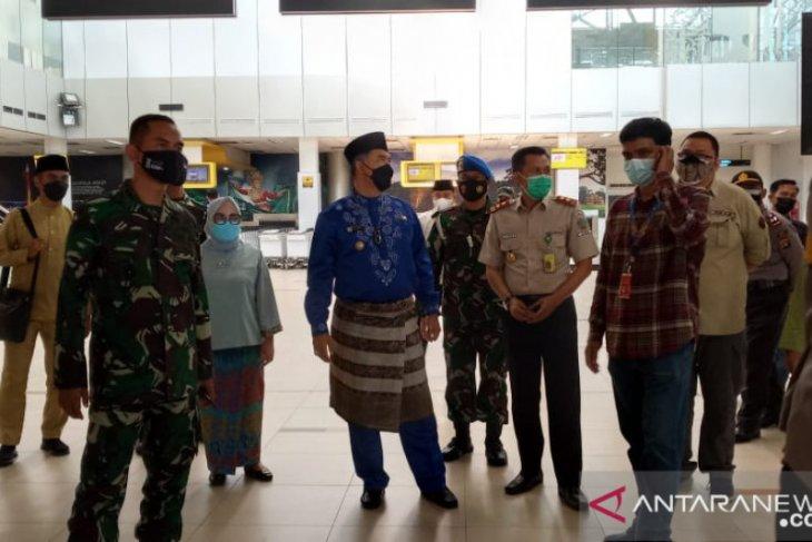 Wali Kota Jambi lakukan pengecekan kesehatan penumpang di Bandara Sultan Thaha